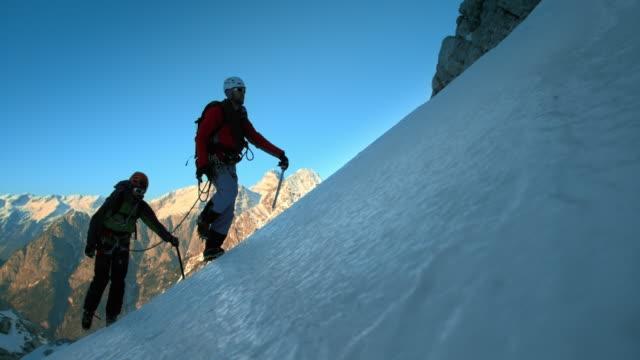 ld slo mo winter mountaineering - mountaineering stock videos & royalty-free footage