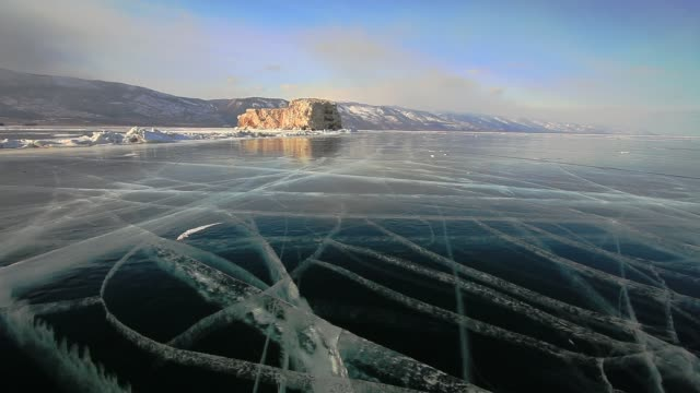 vídeos de stock e filmes b-roll de winter on lake baikal - congelado