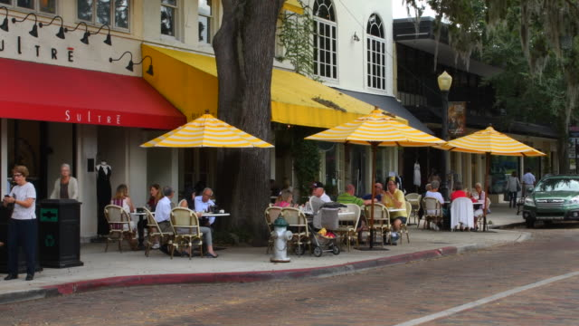Winter Park Florida Park Avenue traffic and shops restarants and cafes in exclusive upscale shopping 4K,