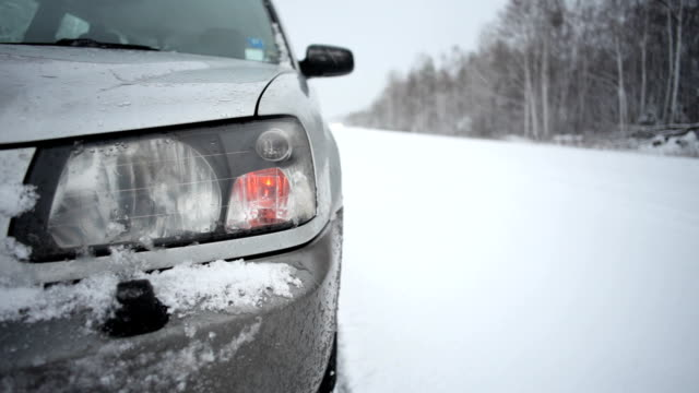 stockvideo's en b-roll-footage met winter road - autopech