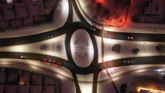 winter roundabout surrounded by apartment buildings, traffic, snow - roundabout stock videos & royalty-free footage