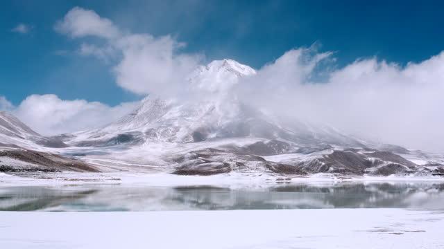 winter scenery in altiplano / bolivia - snowcapped mountain点の映像素材/bロール