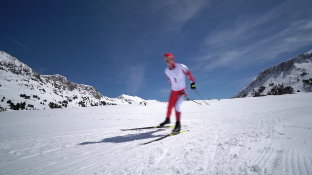 4k winter sport video one cross country skier on trail - 45 49 anni video stock e b–roll