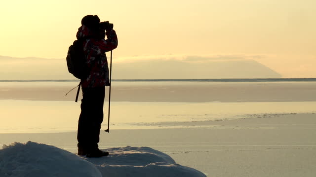 stockvideo's en b-roll-footage met winter tracking - ontdekkingsreiziger