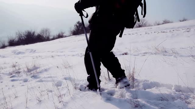 Winter reizen, wandelen op de berg