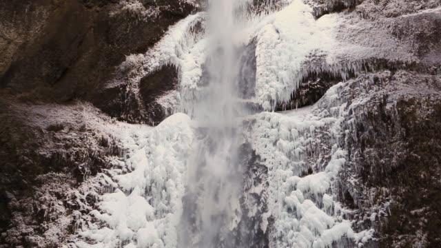 stockvideo's en b-roll-footage met winter waterfall - oregon amerikaanse staat