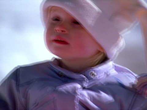 vídeos y material grabado en eventos de stock de winter wonder close-up - una sola niña bebé