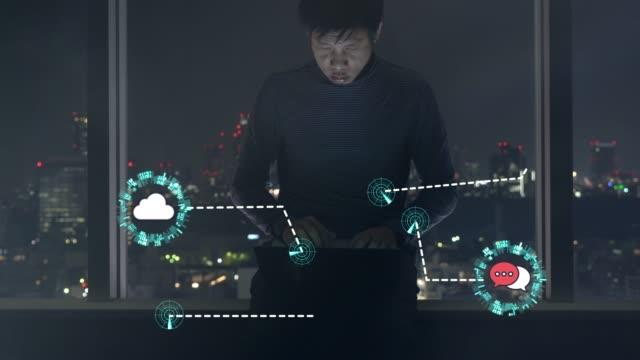 vídeos de stock e filmes b-roll de wireless technology concept to connect the work together - internet das coisas