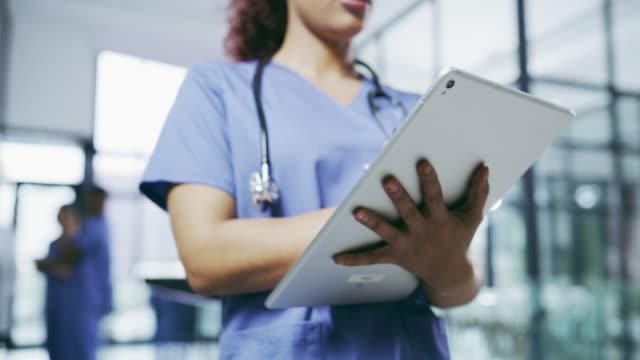 vidéos et rushes de technologie sans fil a été une excellente introduction dans le domaine médical - utiliser une tablette numérique