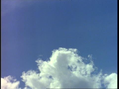wa wispy clouds moving across bottom of blue sky, england - wispy stock videos & royalty-free footage