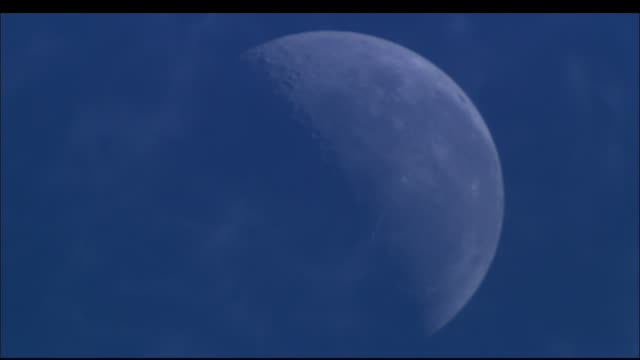wispy clouds quickly drift in front of the moon. available in hd. - rauchartig stock-videos und b-roll-filmmaterial