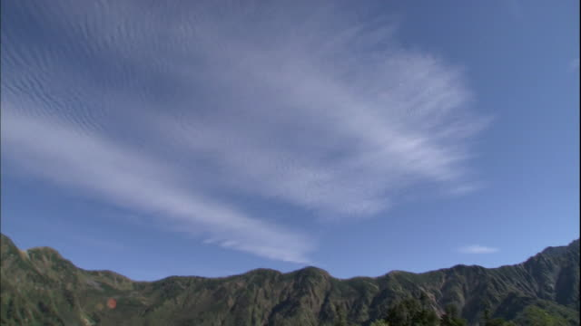 wispy clouds sail over mount yari in the northern japan alps in takayama, japan. - wispy stock videos & royalty-free footage