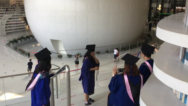 with a huge spherical multifunction hall and circle steps to the ceiling tianjin binhai new area library is now a popular topic on social media and a... - tianjin bildbanksvideor och videomaterial från bakom kulisserna