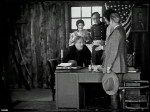 with buffalo bill on the u.p. trail - 6 of 9 - andere clips dieser aufnahmen anzeigen 2526 stock-videos und b-roll-filmmaterial