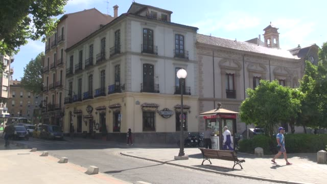 with delivery van parking outside people on pedestrian crossing cars and scooters the restaurant was a favourite of federico del sagrado corazón de... - anno 1936 video stock e b–roll