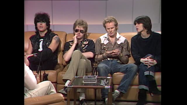 vídeos de stock, filmes e b-roll de pretenders with donnie sutherland introduction of the band talks about song 'brass in pocket' albums 'pretenders 1 and pretenders 2 going platinum - título de álbum