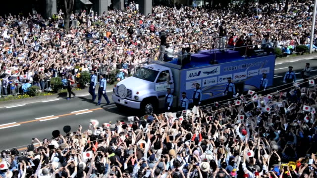 with his hometown fans packing both sides of the street, men's figure skater yuzuru hanyu received a hero's welcome here on april 22, with a parade... - gold medal stock videos & royalty-free footage