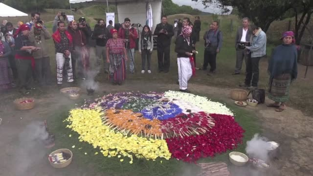 with prayers to ajau the creator and an altar of fire indigenous guatemalans on thursday commemorate the 20th anniversary of the signing of peace... - militante gruppe stock-videos und b-roll-filmmaterial
