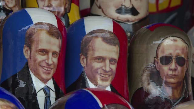 vídeos de stock e filmes b-roll de with president emmanuel macron set to attend france's world cup semifinal against belgium football fans in saintpetersburg can buy traditional... - fase da semifinal