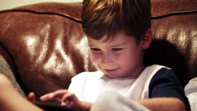 vidéos et rushes de avec tellement d'entertainment, qui voudrait mettre bas? - pavé tactile