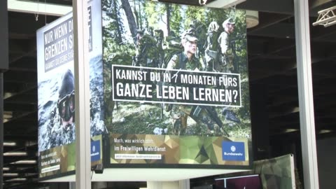 stockvideo's en b-roll-footage met with soldiers in uniform and technological accessories the german army uses the gamescom in cologne the european video game industry's top event to... - military recruit
