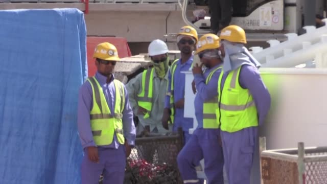 stockvideo's en b-roll-footage met with the proper mitigation measures in place labourers in qatar exposed to extreme heat and humidity can work safely according to a study... - perzische golfstaten