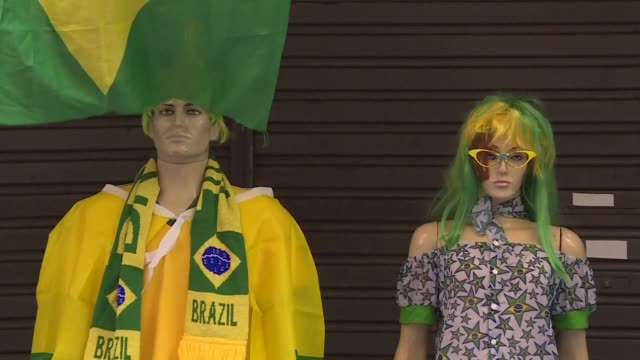 with three weeks to go until the world cup begins brazilians are downbeat despite the fact that their team is one of the favourites for the tournament - campionato sportivo video stock e b–roll