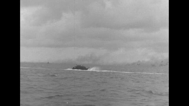 vidéos et rushes de with us marines bouncing on waves from across water / marines on lvt from onboard lvt / lvt, smoke covered island in distance / following ltv wake... - océan pacifique sud