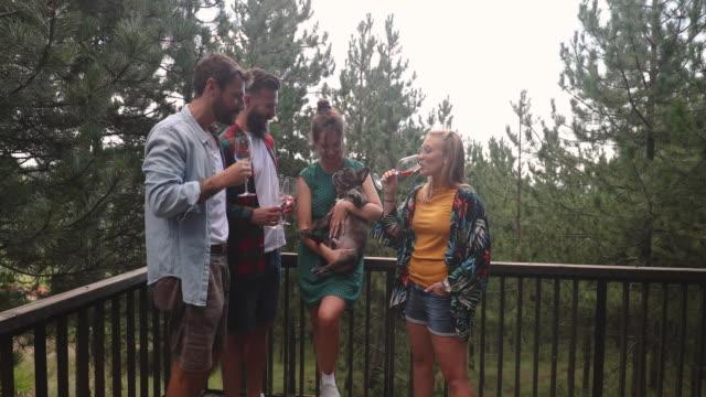 vidéos et rushes de au sein de la famille - remote location