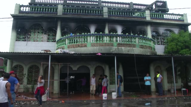 witnesses recount how a house was attacked in nicaragua's capital by hooded armed men who threw a molotov cocktail inside it burning it down as... - nicaragua video stock e b–roll