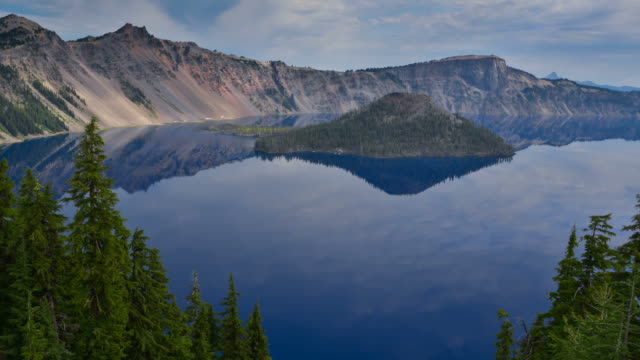 wizard island in crater lake national park timelapse - crater lake oregon stock videos & royalty-free footage