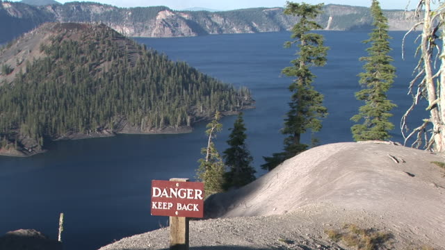ZO, WS, HA, Wizard Island on Crater Lake, warning sign in foreground, Crater Lake National Park, Oregon, USA