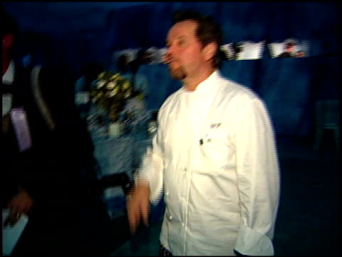 wolfgang puck at the 1999 academy awards governor's ball at the shrine auditorium in los angeles, california on march 21, 1999. - ウォルフギャング パック点の映像素材/bロール