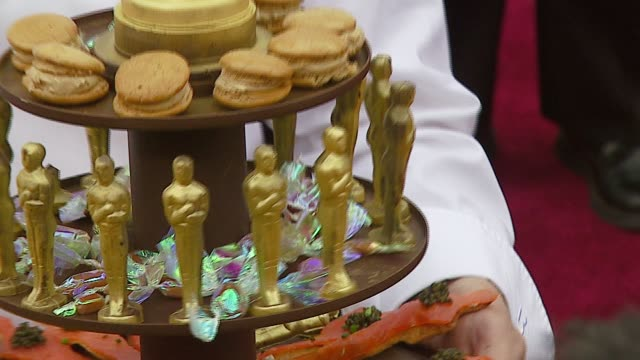 vídeos de stock, filmes e b-roll de wolfgang puck at the 2007 academy awards arrivals at the kodak theatre in hollywood, california on february 25, 2007. - wolfgang puck