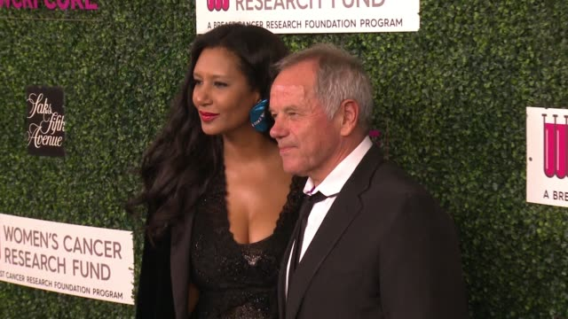 """wolfgang puck at wcrf's """"an unforgettable evening"""" presented by saks fifth avenue in los angeles, ca 2/16/17 - ウォルフギャング パック点の映像素材/bロール"""