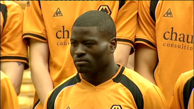 wolverhampton wanderers team photocall; more of wolves team photograph - チーム写真点の映像素材/bロール