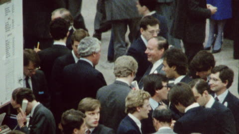 1985 montage a woman amongst traders at the london stock exchange / england† - 階点の映像素材/bロール