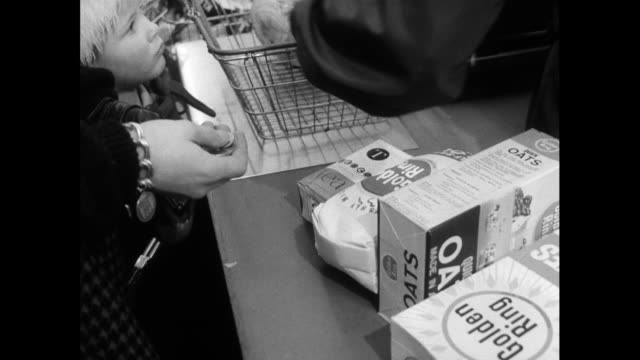 woman and child buy food at supermarket checkout; 1970 - checkout stock videos & royalty-free footage