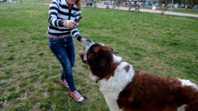 Kvinnan och hennes hund