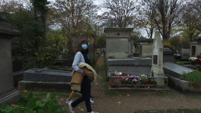 woman and her two children at pére lachaise cemetery on november 01, 2020 in paris, france. national holiday in france, all saints' day, known as... - three people stock videos & royalty-free footage