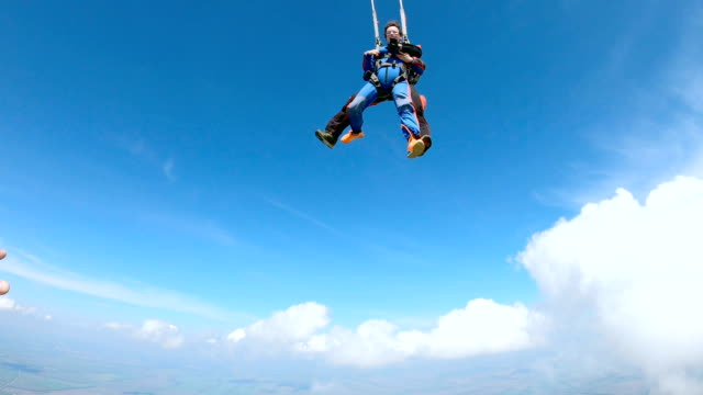 woman and instructor in free fall. the instructor opens the parachute. - skydiving stock videos & royalty-free footage
