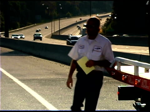 woman and man on highway - tow truck stock videos and b-roll footage