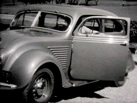 stockvideo's en b-roll-footage met 1933 woman and man with automobile - compleet pak