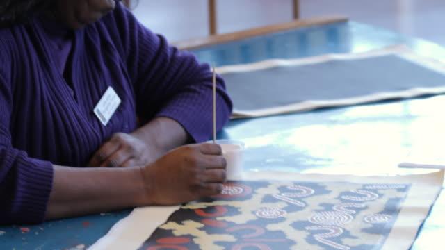 ms td woman applying paint to aboriginal tiwi art / northern territory, australia - tiwi people stock videos & royalty-free footage