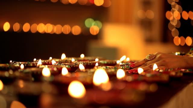 vídeos y material grabado en eventos de stock de ms woman arranging diyas during diwali festival - esmalte de uñas rojo
