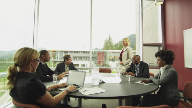 vidéos et rushes de ws ds woman arriving at business meeting in board room, squamish, british columbia, canada - débarquement