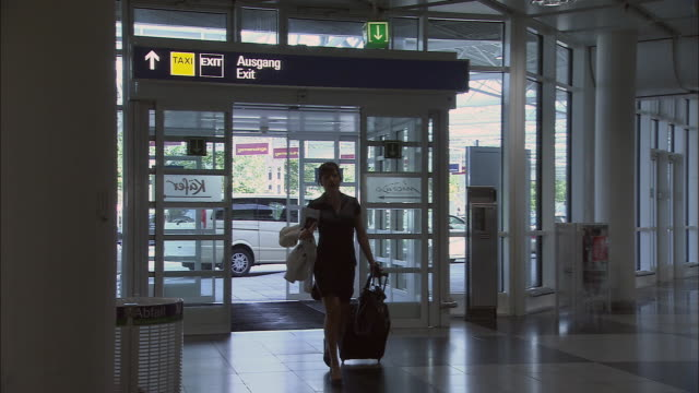 MS PAN Woman arriving late to airport check-in counter/ Attending checking woman's passport and returning it/ Woman running off/ Munich, Germany