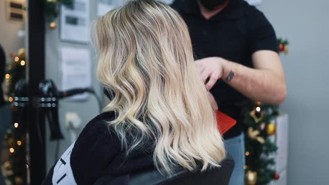 woman at hair salon - highlights stock videos & royalty-free footage