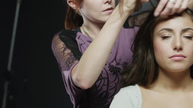 vídeos y material grabado en eventos de stock de cu tu woman at hairdresser / orem, utah, usa - salón de belleza