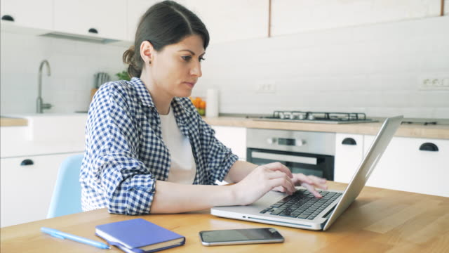 Woman at home using a laptop.